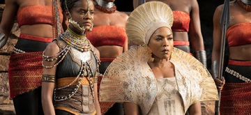 Queen Ramonda uit de film Black Panther